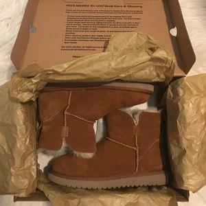Kookaburra by Ugg chestnut boots